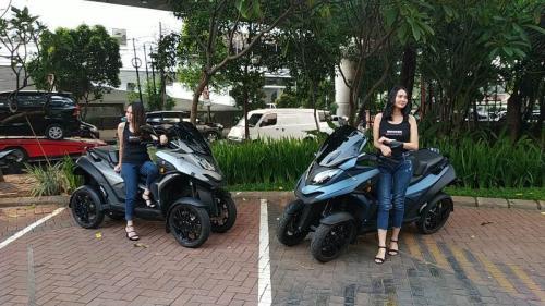 skuter matik roda empat Qooder