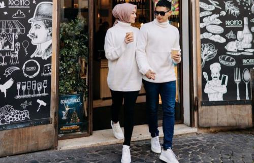 Kompakan pakai outfit putih