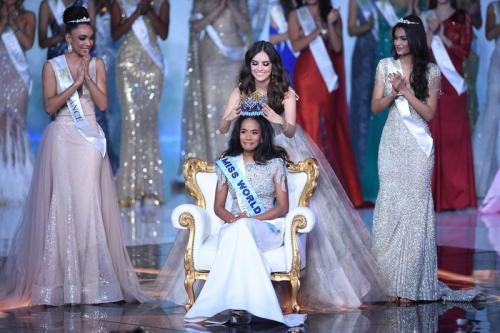 bukan baru sekarang ini pemenang kontes kecantikan bergengsi merupakan perempuan kulit hitam.