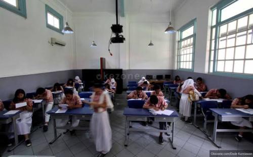 Ilustrasi ujian di sekolah. (Foto : Okezone.com/Dede Kurniawan)