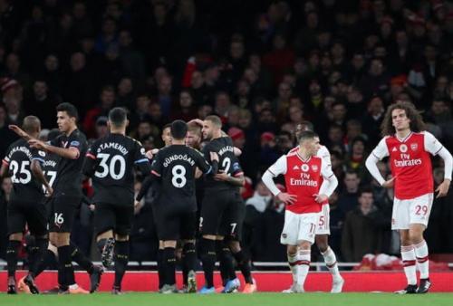 Suasana laga Arsenal vs Man City