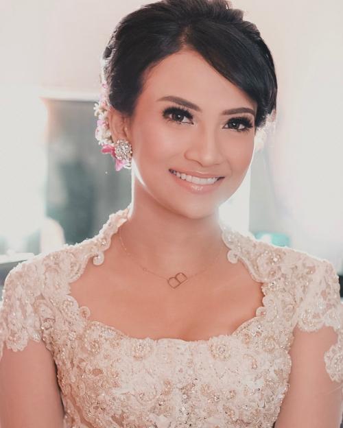 Bibi Ardiansyah sang mantan pacar diketahui menghadiri pernikahan Vanessa Angel bersama perempuan cantik. (Foto: Instagram/@vanessaangelofficial)