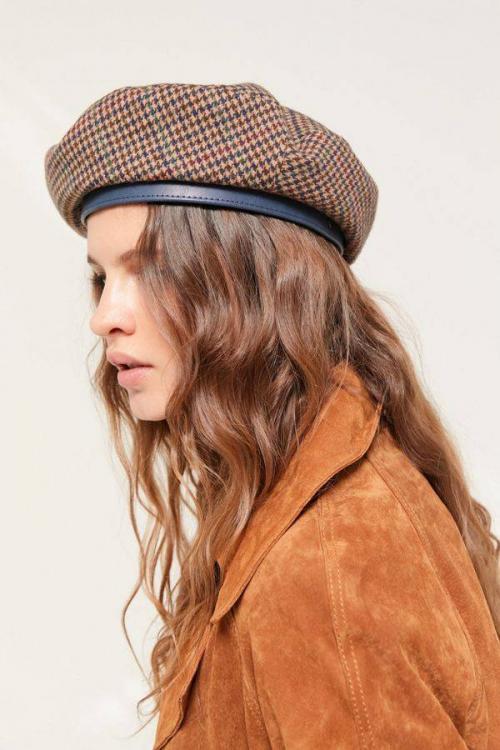 Topi jadul atau jaman dahulu ini kembali muncul sebagai salah satu headpiece yang ngetren di 2019.