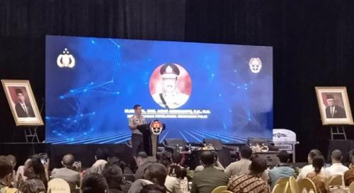 Kabaharkam Polri Irjen Agus Andrianto memberikan sambutan saat Seminar Nasional Strategi Manajemen Media di Era Disrupsi 4.0 untuk Indonesia Maju di Jakarta, Kamis (19/12/2019). (Foto : Okezone.com/Muhamad Rizky)