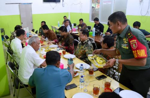 Jokowi makan malam