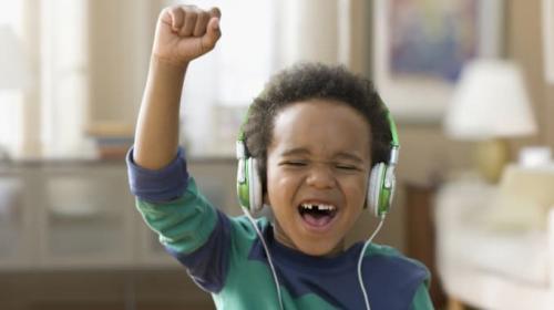Anak Dengar Musik