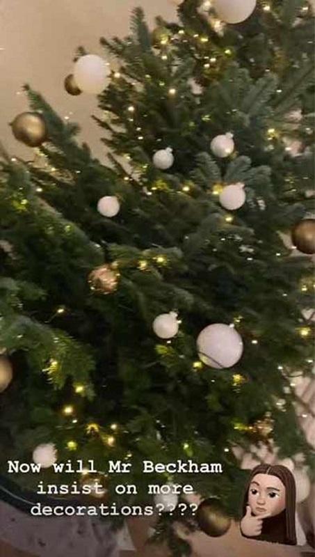 Victoria Beckham memamerkan pohon Natal lewat InstaStory. (Foto: InstaStory/@victoriabeckham)