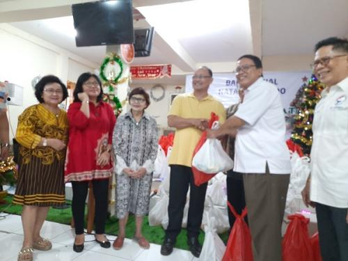Gerkindo Beri Santunan ke Gereja GPDi Faithful Jalan Pemuda Jakarta Timur, Sabtu (21/12/2019). (Foto : Okezone.com/Fadel Prayoga)