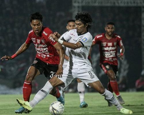 Madura United sukses memandulkan lini depan Bali United (Foto: Instagram/Bali United)