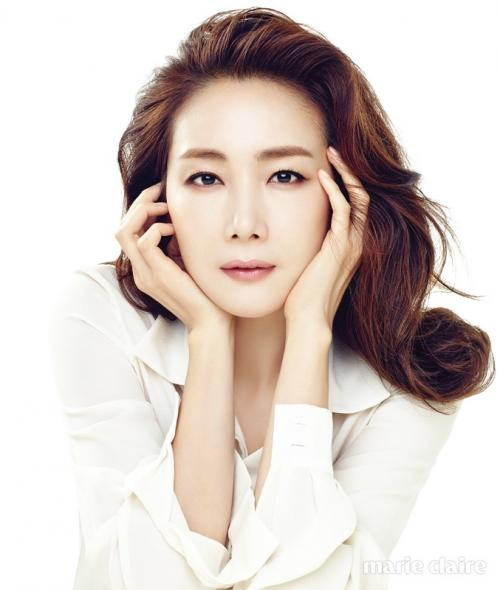 Choi Ji Woo mengandung anak pertamanya di usia 44 tahun. (Foto: Marie Claire)