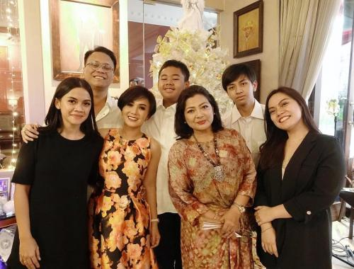 Silaturahmi Natal Yuni Shara dan Henry Siahaan pada 2018. (Foto: Instagram/@yunishara36)
