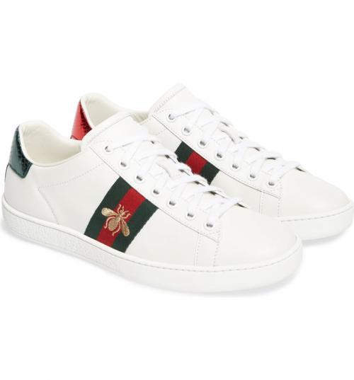 Gucci warna putih yang diketahui kisaran harganya Rp7 jutaan dengan aksen stripes khas Gucci.