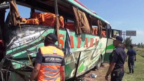 Kecelakaan Maut Bus PO Safari di Tol Cipali (foto: Istimewa)