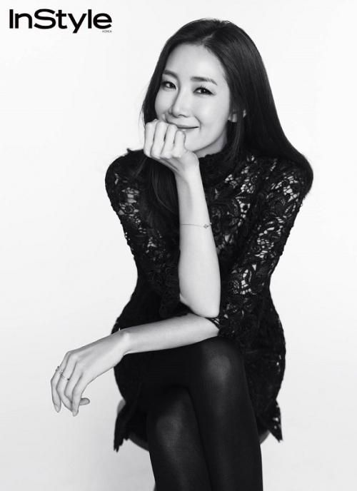 Choi Ji Woo mengandung anak pertamanya di usia 44 tahun. (Foto: InStyle)