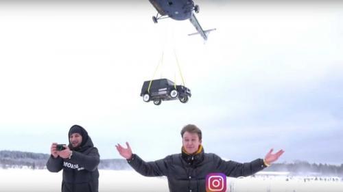 Mobil dijatuhkan dari helikopter