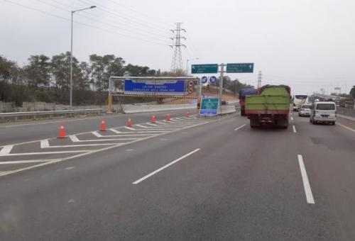 Mengemudi aman di jalan tol