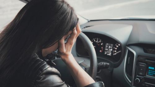 Perempuan di mobil