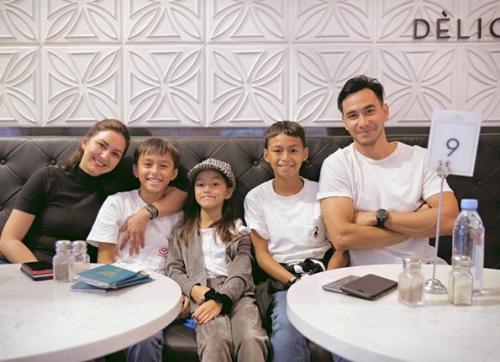 Donna agnesia dan keluarga