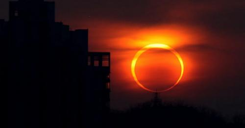 gerhana matahari cincin. (Forbes)