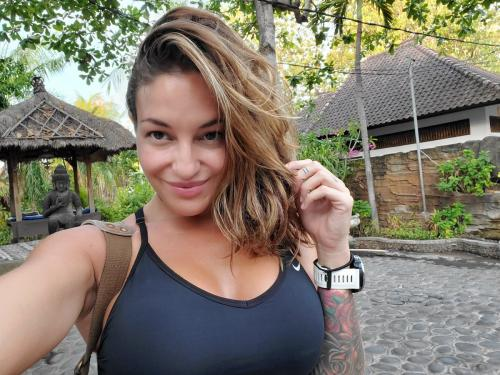 Perempuan selfie