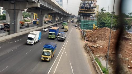 Arus lalu lintas di Tol Jakarta-Cikampek ramai lancar, Jumat (27/12/2019). (Foto : Okezone.com/Wijayakusuma)