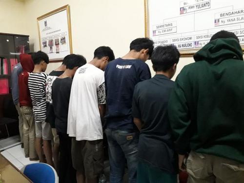 Siswa SD dan SMP bawa celurit untuk tawuran (Foto : Okezone.com/Achmad Fardiansyah)