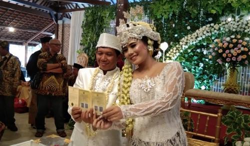 Ginanjar dan Tiara Amalia menikah. (Foto: Okezone)