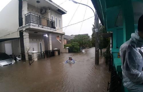 Banjir di Bekasi (foto: Okezone/Wisnu Yusep)