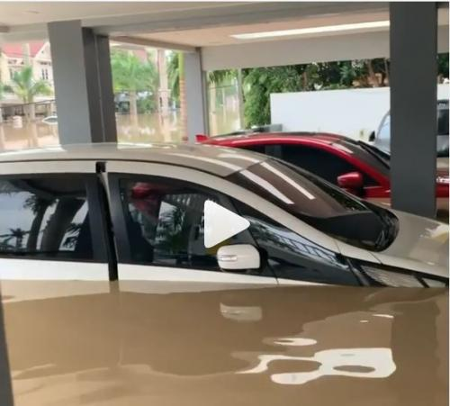 Mobil Parto Patrio terendam banjir