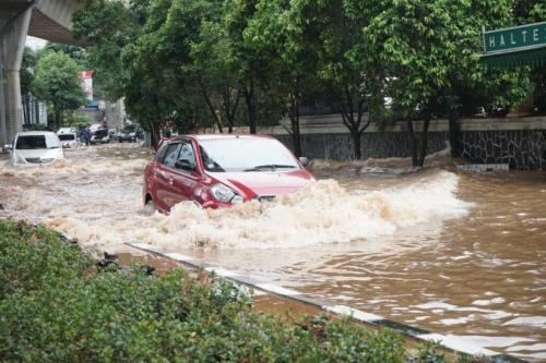mobil matik terendam banjir