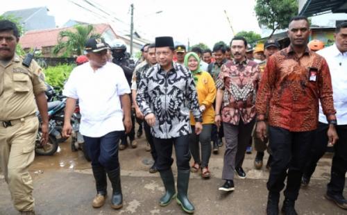 Mendagri Tito Karnavian tinjau banjir di Bekasi. (Foto : Dok Kemendagri)