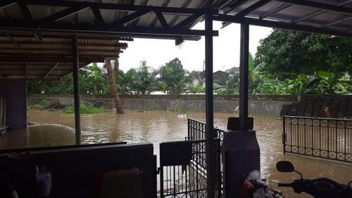 Rumah Aminah Cendrakasih kebanjiran. (Foto: Instagram/@si.rano)