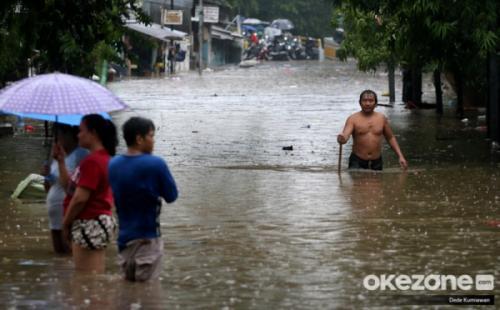 Banjir di Jalan Karet Pasar Baru, Tanah Abang, Jakarta Pusat, Rabu 1 Januari 2020. (Foto : Okezone.com/Dede Kurniawan)