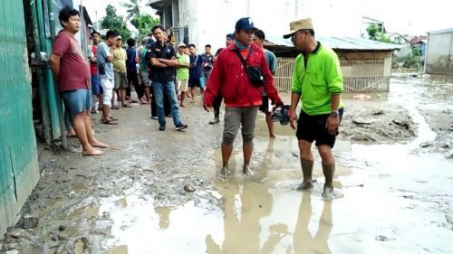 Lumpur sisa banjir di Kebalen, Babelan, Kabupaten Bekasi, Jawa Barat. (Foto: Wijayakusuma/Okezone)