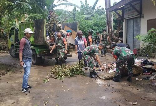 Sampah Akibat Banjir di Kota Tangsel, Banten (foto: Okezone/Hambali)