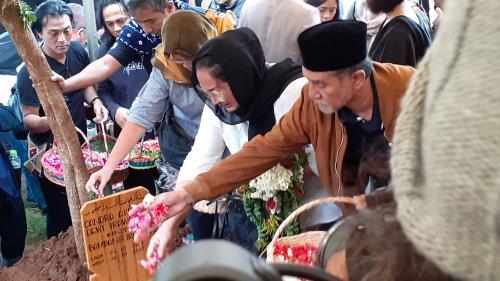 Pemakaman Ria Irawan