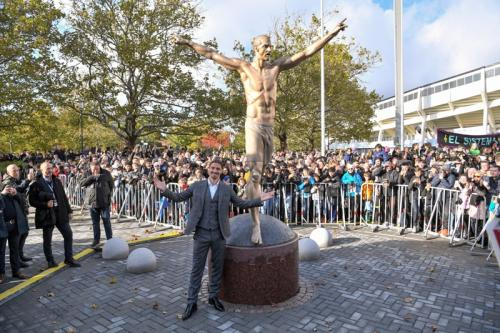 Zlatan Ibrahimovic saat meresmikan patungnya di markas Malmo