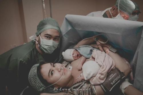 Syahnaz dan Jeje bersama anak kembarnya