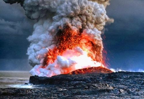 Gunung api di laut