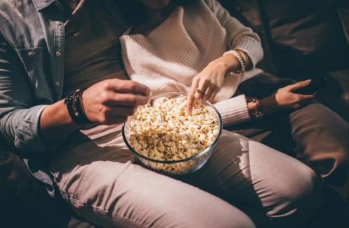Makan Popcorn
