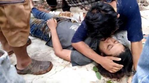 Pasangan kekasih yang terpeleset ke jurang di kawasan wisata Rembangan dirawat di RS Dokter Soebandi Jember, Jatim, (foto: iNews/Bambang Sugiarto)