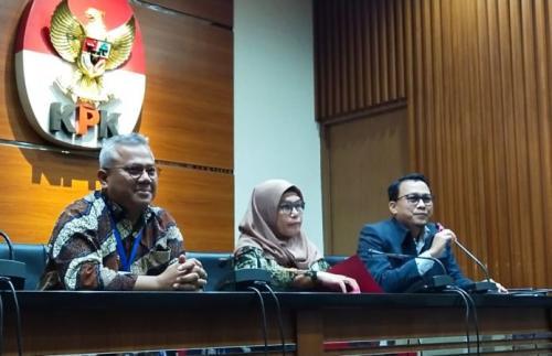 KPK bersama Ketua KPU Arief Budiman menggelar jumpa pers