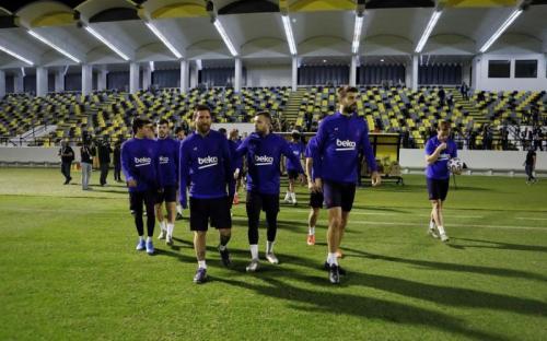 Skuad Barcelona berlatih di Arab Saudi (Foto: Barcelona)