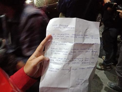 Komisioner KPU Wahyu Setiawan Tulis Surat Terbuka Usai Ditetapkan sebagai Tersangka dan Jadi Tahanan KPK (foto: Okezone/M Rizky)