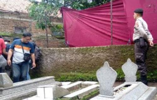 Makam mantan istri Sule