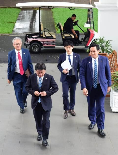 Menlu Jepang Motegi Toshimitsu bertemu Presiden Jokowi. (Foto: Muchlis Jr/Biro Pers Setpres)