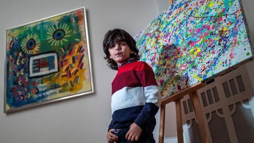 Sang ayah mengaku bahwa Mikail telah dibesarkan di dunia seni.