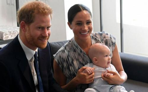 pangeran harry, meghan markle dan baby archie