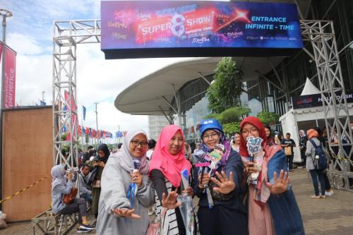 Febby, fans Super Junior/topi biru