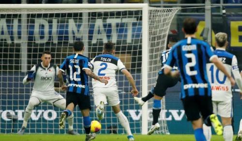 Lautaro Martinez membawa Inter unggul cepat (Foto: Reuters)